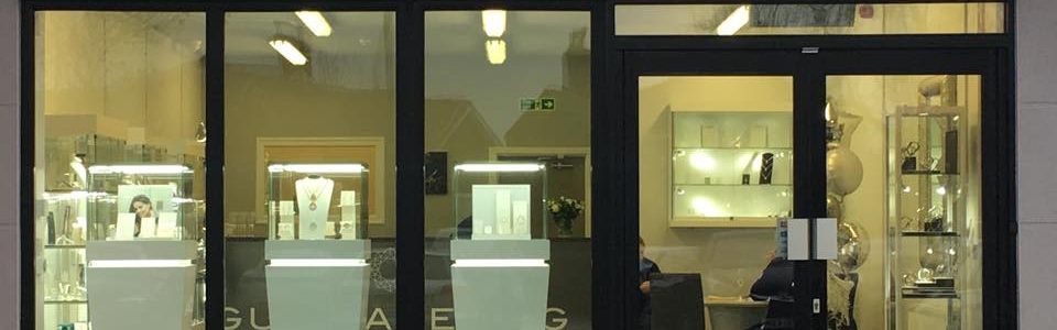 picture shows the Guy Wakeling jewellery store front in Preston